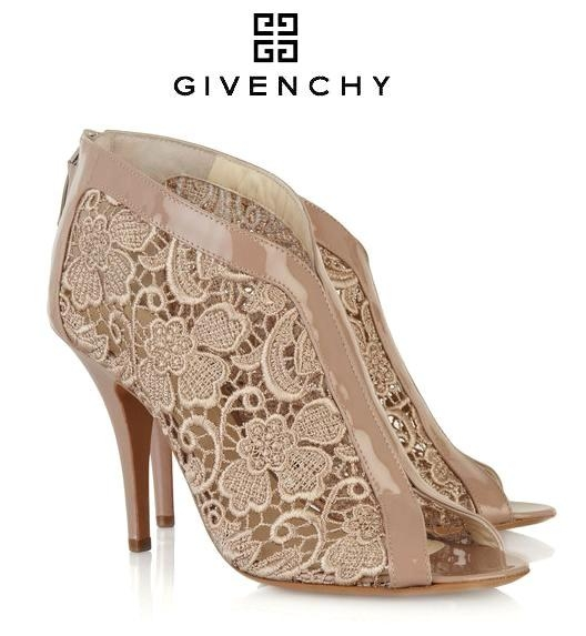 0cf336f14e37401e_2011_Givenchy_shoes_Elegance_Shows_in_Givenchy_Lace-Insert_Patent_Leather_Sandal