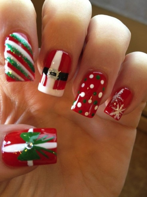 Kim-Kardashian-Christmas-Festive-Nail-Art-0061-491x656