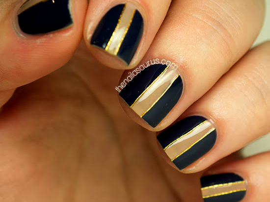 08-nail-art-new-years-gold-stripes