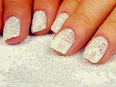 10-nail-art-new-years-white-caviar