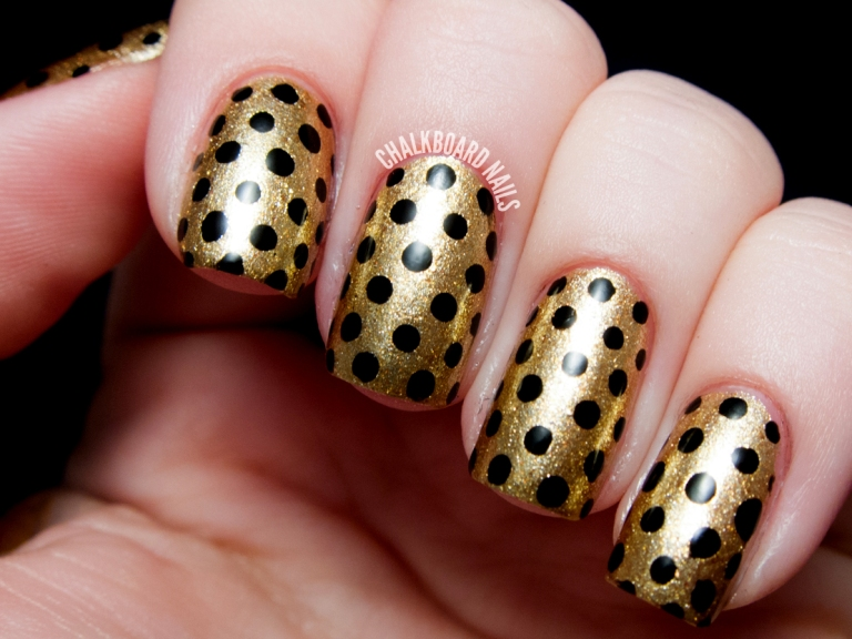 13-nail-art-new-years-gold-dots