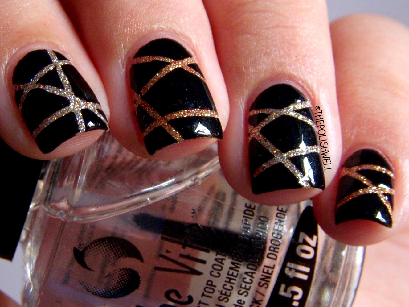 Дизайн ногтей золотой на черном